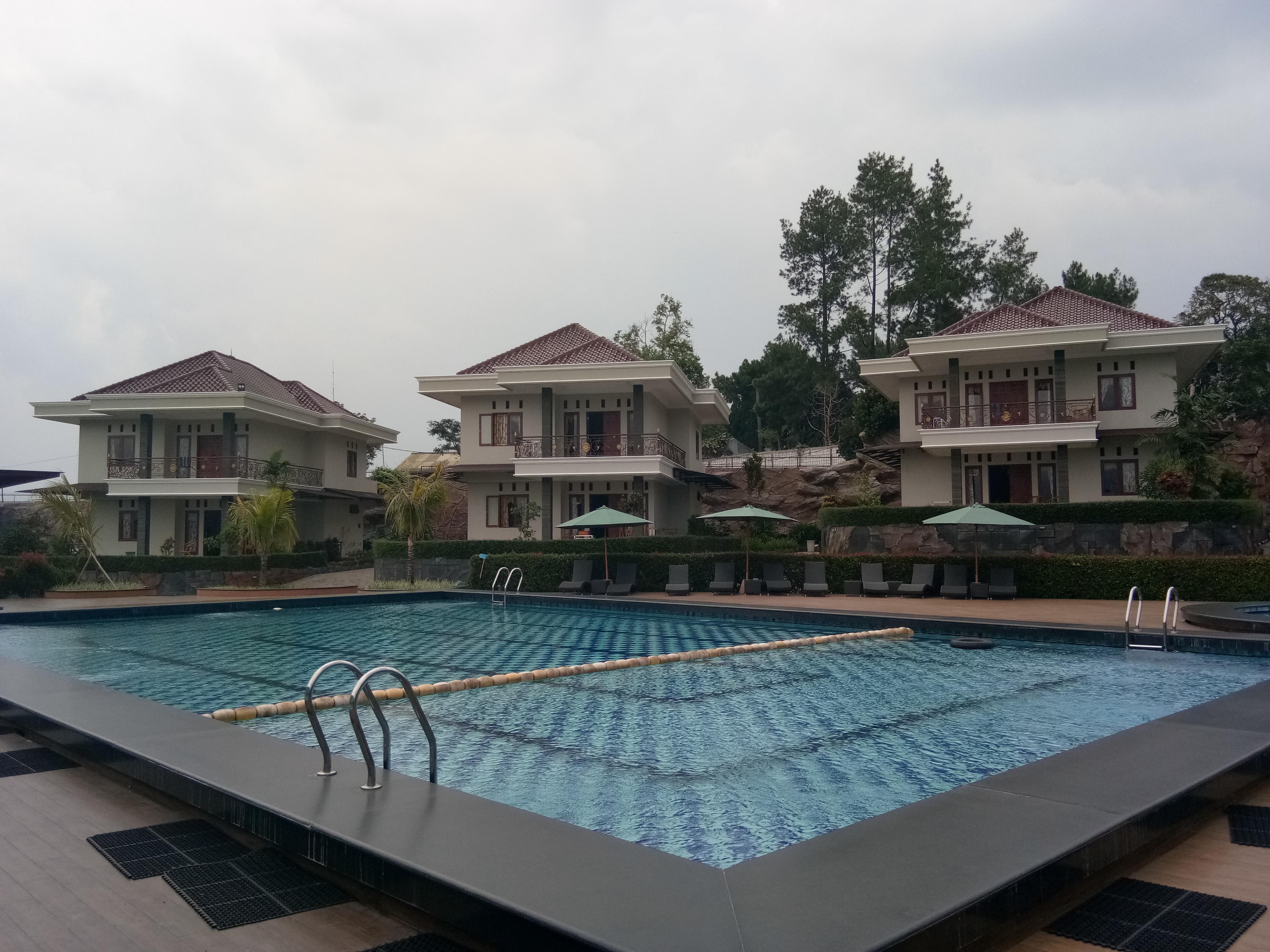 Villa dengan kolam renang di Puncak Bogor
