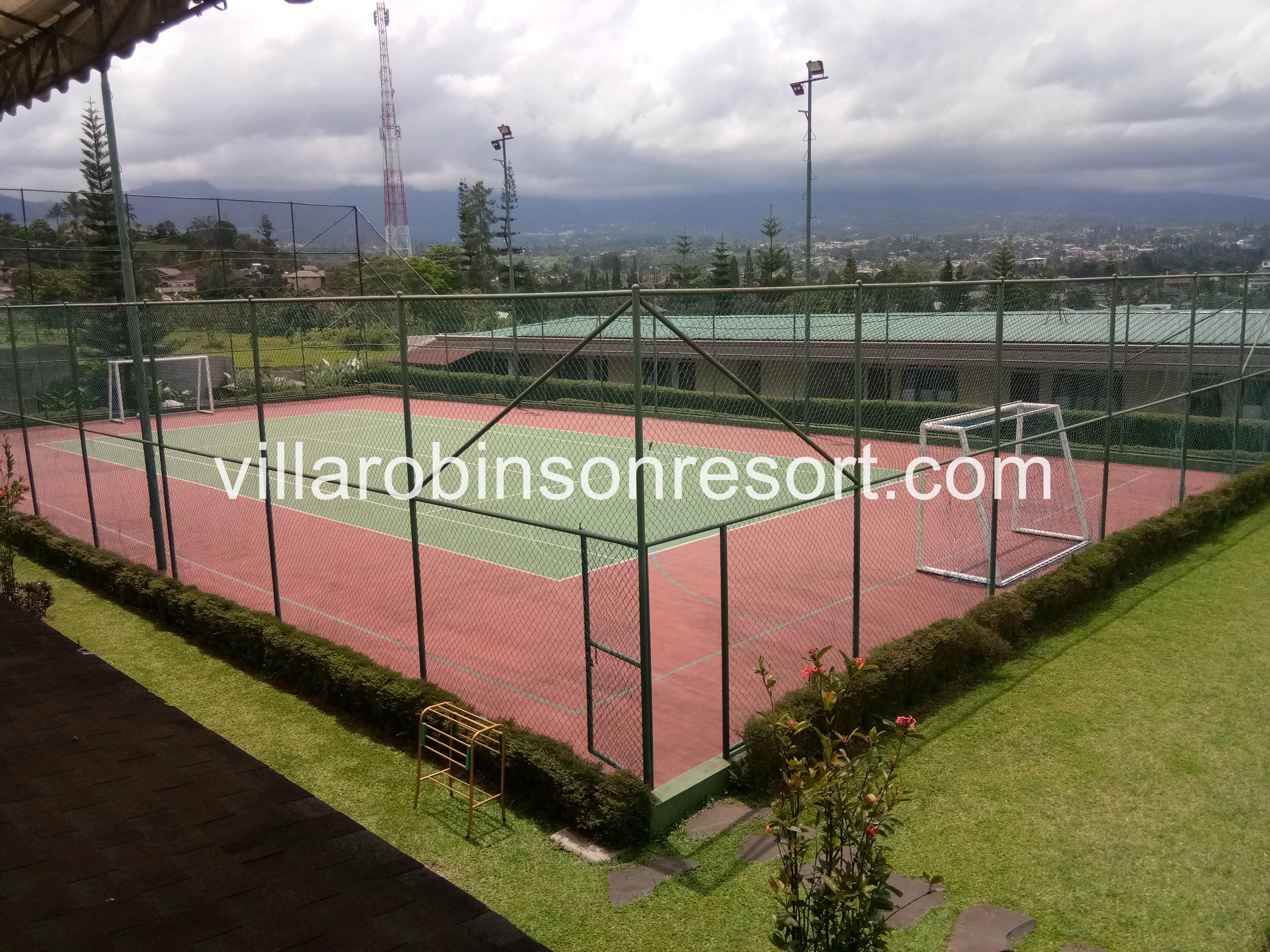Villa di Puncak dengan lapangan futsal